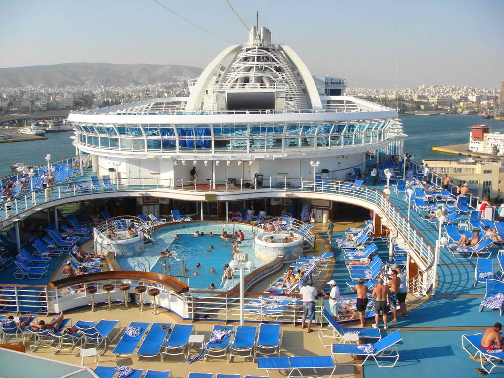 Emerald-Princess-pool